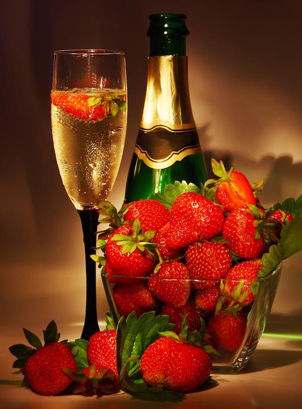 открытки с шампанским и фруктами двери махачкале