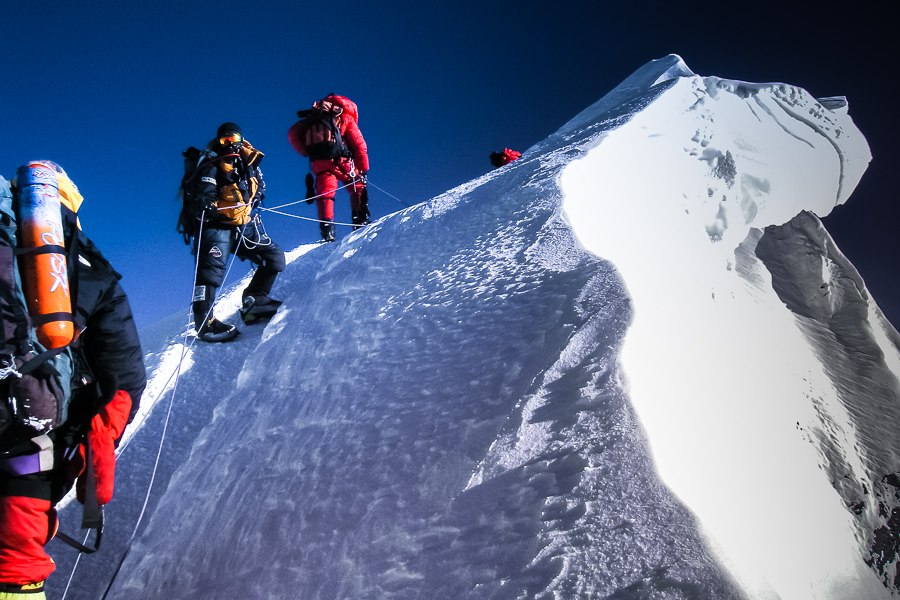 mountain climbing expeditions challenged - 900×600