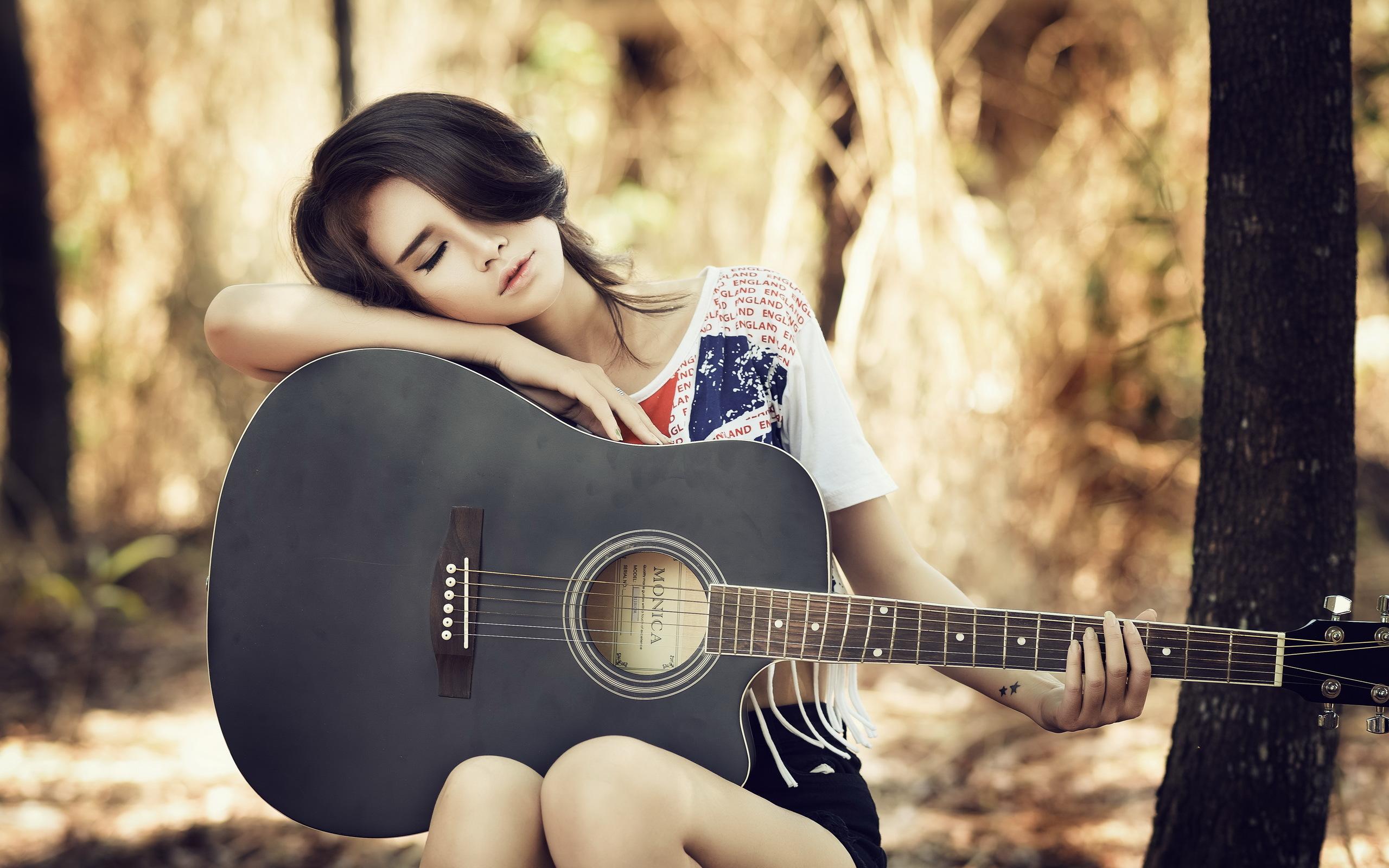 devushka-aziatka-gitara.jpg