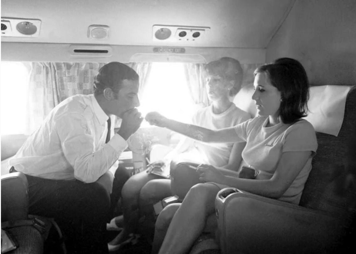 Курение на борту самолета.jpeg