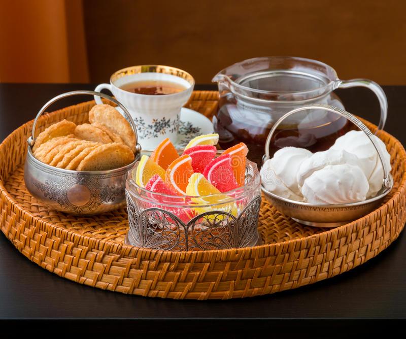Мармелад к чаю на столе фото