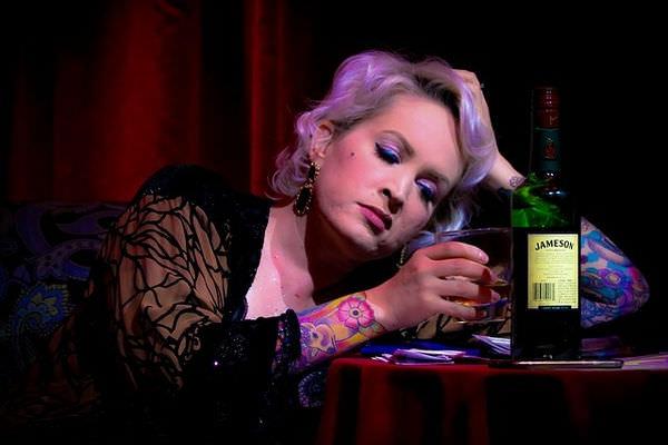 как определить женщину алкоголика
